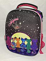 Школьный ранец для девочек, 1-3-й класс. Высота 38 см, ширина 27 см, глубина 16 см.