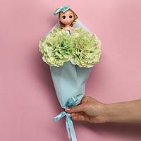 Букет с игрушкой «Кукла Алиса»