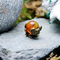 Сувенир кошельковый 'Мышка загребушка с янтарным шариком', с натуральным янтарем