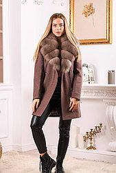 Коричневое пальто с песцовым воротником