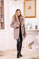 Розовое пальто с лавандовым мехом песца