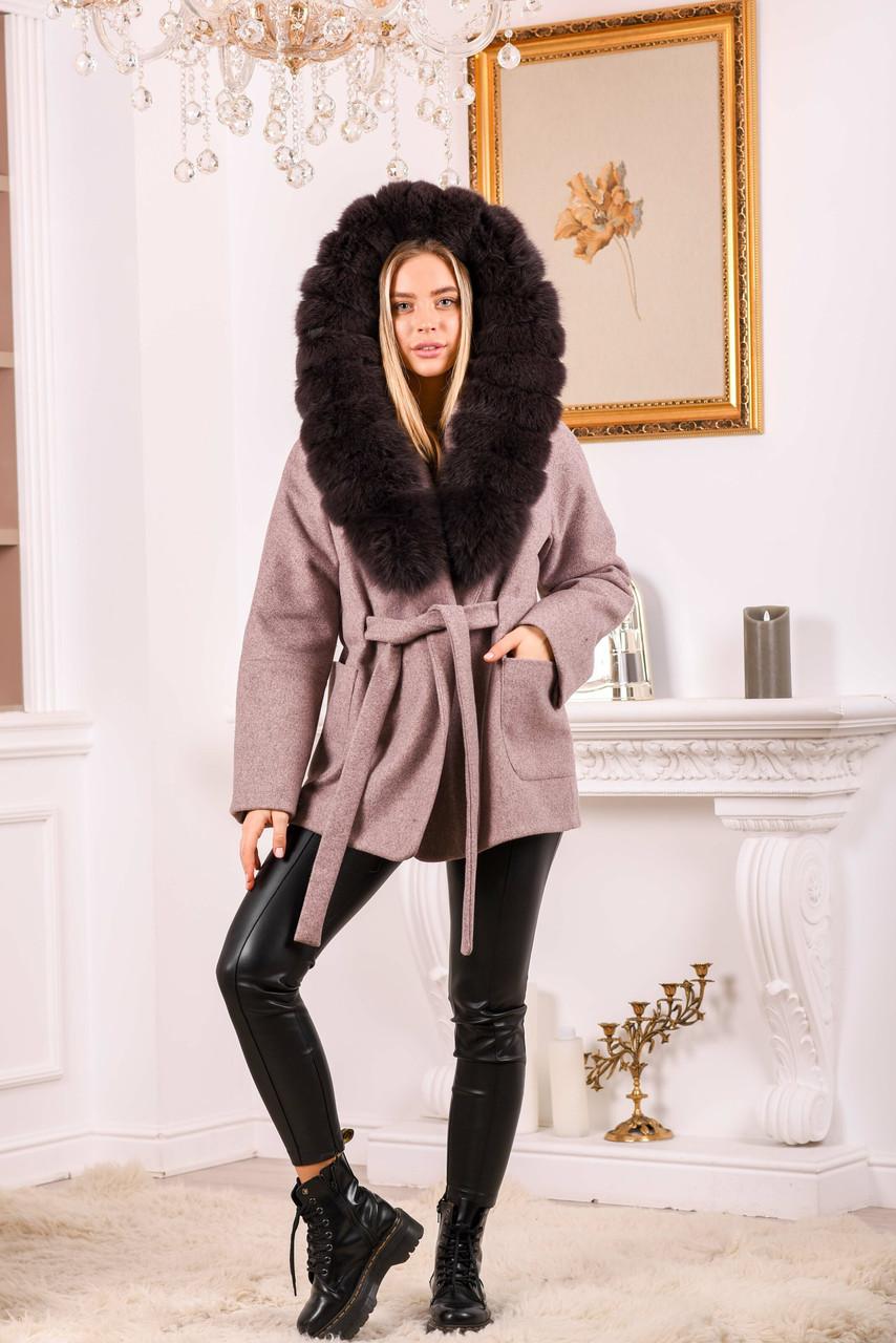 Розовое пальто с меховым капюшоном