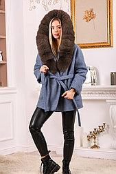 Джинсовое женское пальто с меховым капюшоном