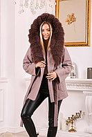 Женское пальто с капюшоном и ярким мехом