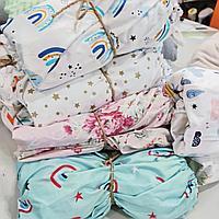 Универсальная простынь на резинке в детскую кроватку