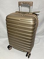 """Маленький пластиковый дорожный чемодан на 4-х колесах """"Longstar'. Высота 52 см, ширина 33 см, глубина 21 см., фото 1"""