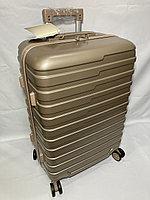 """Средний пластиковый дорожный чемодан на 4-х колесах """"Longstar"""". Высота 63 см, ширина 41 см, глубина 25 см., фото 1"""