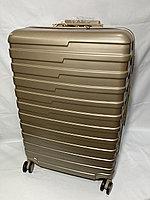 """Большой пластиковый дорожный чемодан на 4-х колесах""""Longstar"""". Высота 74 см, ширина 48 см, 29 см., фото 1"""