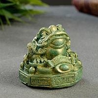 """Фигура """"Жаба на деньгах"""" малая, зеленый с позолотой, 3х5х5 см"""