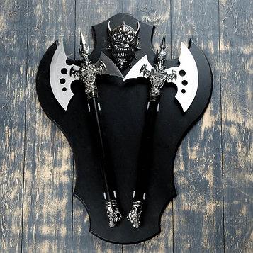 """Сувенирное оружие """" Топоры"""" на планшете с демоном, 45х57 см"""