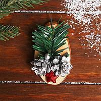 Новогодний декор 'Праздничный магнит' серебряные шишки