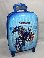 Детский пластиковый чемодан на колесах для мальчика,5-7 лет. Высота 46 см, ширина 30 см, глубина 22 см.
