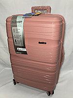 """Средний  пластиковый дорожный чемодан на 4-х колесах"""" Fashion'. Высота 64 см, ширина 41 см, глубина 25 см., фото 1"""