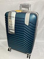 """Средний пластиковый дорожный чемодан на 4-х колесах""""Delong"""". Высота 66 см, ширина 42 см, глубина 26 см., фото 1"""
