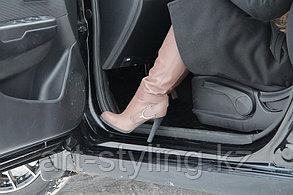 Защитная пленка от царапин на пороги автомобиля