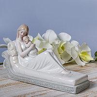 Сувенир 'Мать и дитя на софе' 16,5х28х9 см