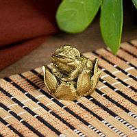"""Нэцке полистоун бронза """"Маленькая жаба в лотосе"""" 2,5х2,5х2,5 см"""