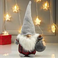 Кукла интерьерная 'Дедушка с мешком подарков' 31х13х20 см