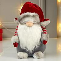 Кукла интерьерная 'Дедушка Мороз в серой шубе и красном колпаке-шапке' МИКС 55х15х16 см