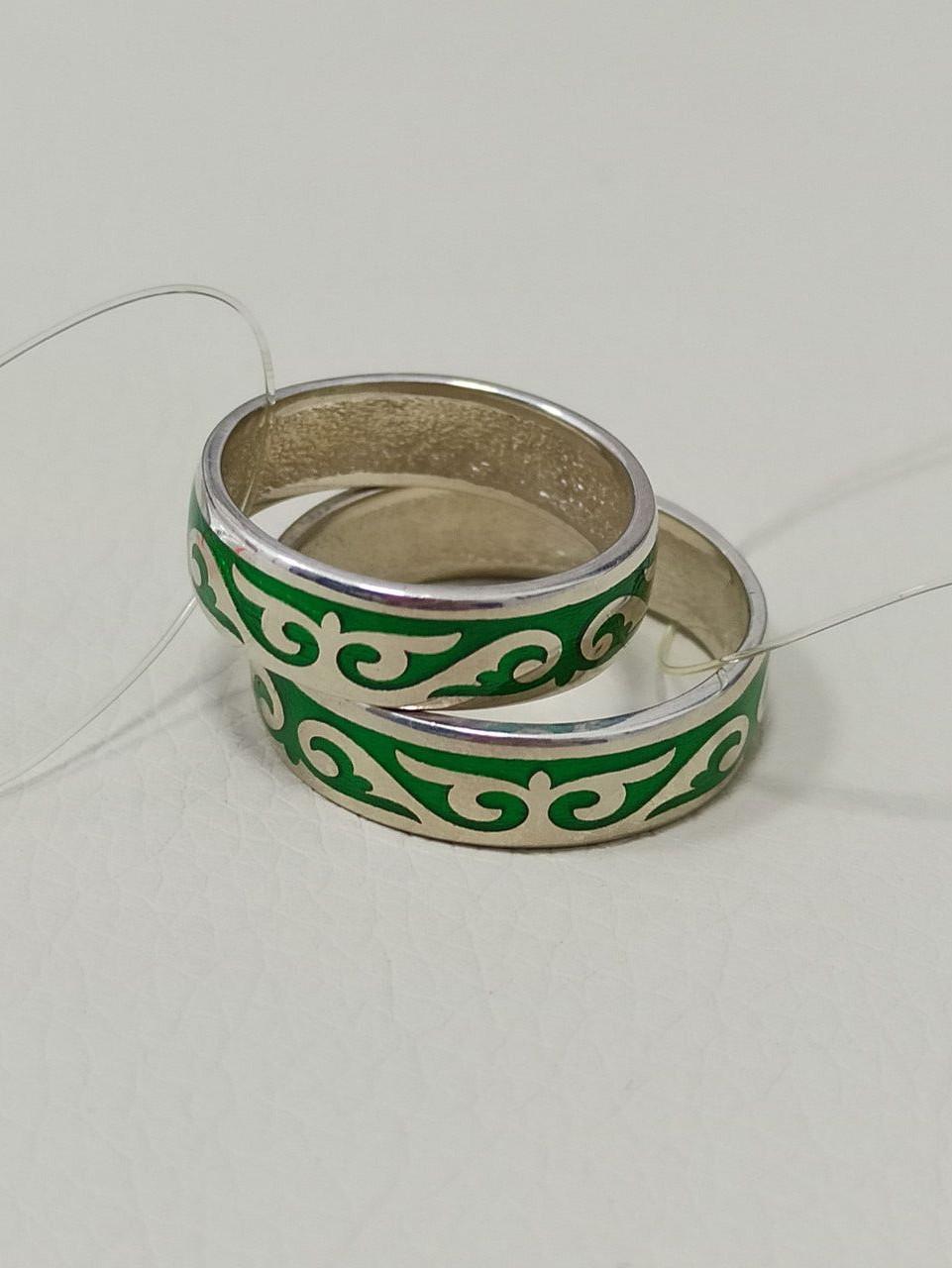 Кольцо обручальное / зелёная эмаль / размеры с 16 по 22