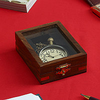 Часы кварцевые в шкатулке 'Честь' 10х7х3 см