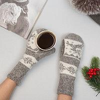 Варежки женские шерстяные 'Олень со снежинкой', цвет светло-серый/белый, размер 20-22