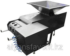 Машина двухшнековая для подачи сырной массы в дозирующее устройство , произв. 200 кг/ч.