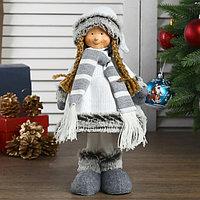 Кукла интерьерная 'Девочка в белом платье и полосатом шарфике' 41 см