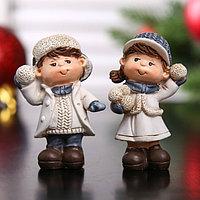 Сувенир полистоун 'Мальчик/Девочка в зимней одежде со снежком' МИКС 5,3х3,6х2,5 см