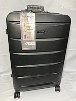 """Большой пластиковый дорожный чемодан на 4-х колесах"""" Delong"""". Высота 77 см, ширина 47 см, глубина 30 см., фото 1"""