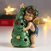 Сувенир полистоун световой 'Ангел-малыш с рождественским венком, с ёлочкой' 11,2х6,5х5,3 см 625709