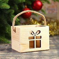 Кашпо деревянное 'Новогодний подарок', ручка- шнур, 12,5х10,5х9,5см