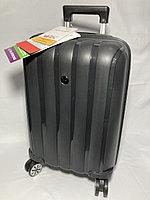 """Маленький пластиковый дорожный чемодан на 4-х колесах"""" FAST STEP"""".Высота 55 см, ширина 35 см, глубина 21 см."""