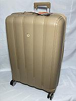 """Большой пластиковый дорожный чемодан на 4-х колесах """" Fast Step"""". Высота 76 см, ширина 50 см, глубина 31 см."""