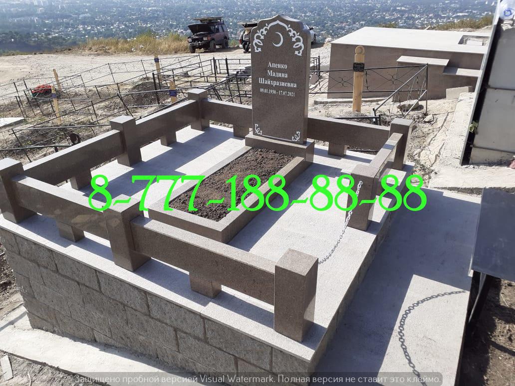 Мусульманская могила облицована гранитной плиткой