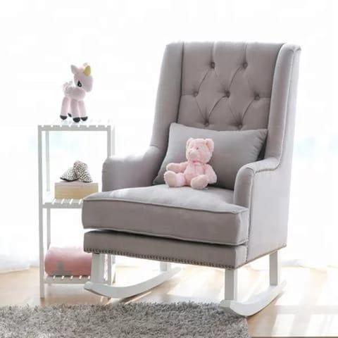 Деревянное кресло-качалка