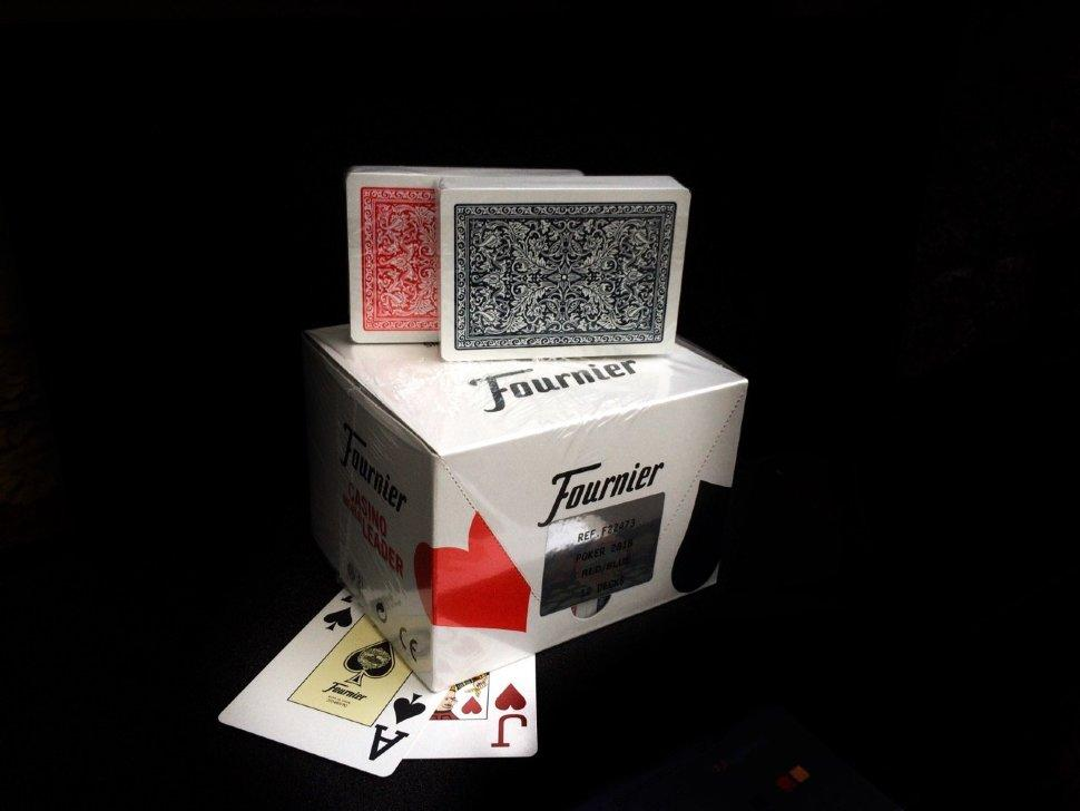 Игральные карты для покера (100% пластик)