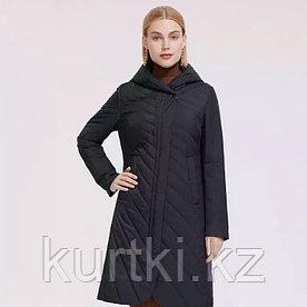 Длинная осенняя куртка женская черного цвета