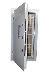 Дверь банковская с решеткой