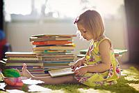 Книжки, пазлы, наборы для рисо...