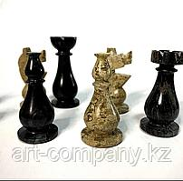 Шахматные фигурки из камней оникс