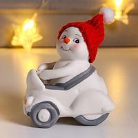 Фигурка 'Снеговик в машине' 7,5х5,5х8,5 см