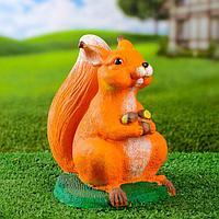 Садовая фигура 'Белочка с орехами' 20х15х21см