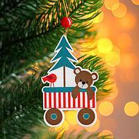 Подвеска новогодняя деревянная 'Праздничные вагончики' 0,5x6,7x7 см, МИКС