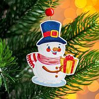 Подвеска новогодняя деревянная 'Снеговик с подарком' 0,5x6x7,5 см
