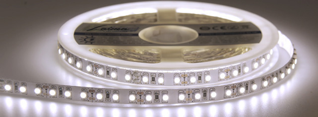 Светодиодная лента 3528 белого цвета 60 светодиодов на метр IP65