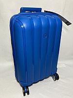 """Маленький пластиковый дорожный чемодан на 4-х колесах"""" FAST STEP"""". Высота 55 см, ширина 35 см, глубина 21 см."""