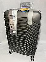 """Средний  пластиковый дорожный чемодан на 4-х колесах"""" DELONG"""".  Высота 66 см, ширина 42 см, глубина 26 см., фото 1"""