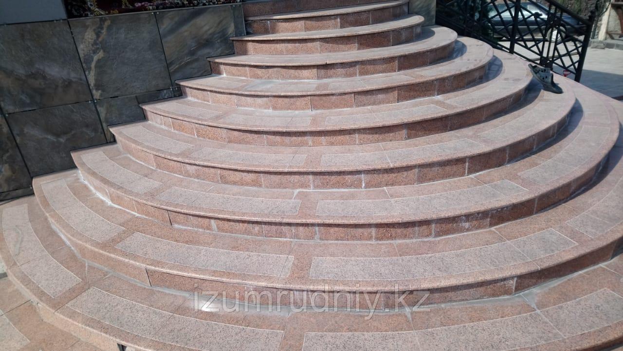 Плитка для ступеней (гранит Жельтау)