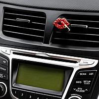 Украшение в дефлектор автомобиля 'Губы с помадой'